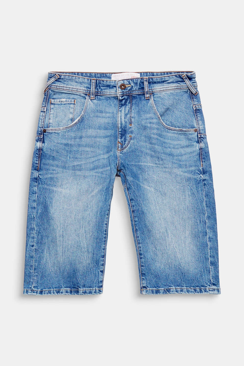 We care! These denim shorts are made of recycled cotton: 100% sustainable manufacturing process.