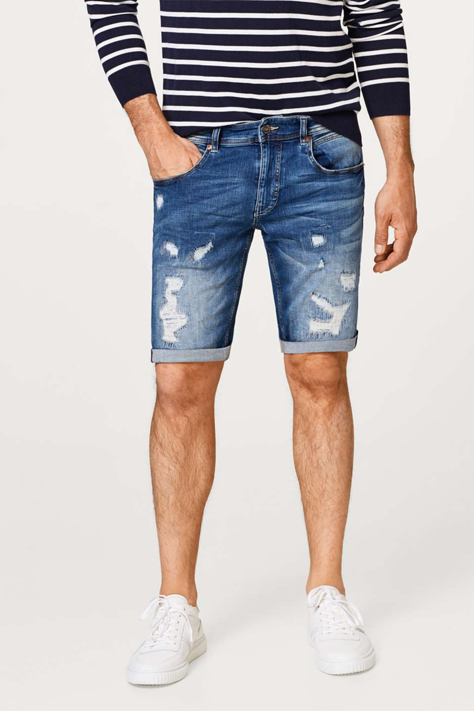 Esprit - Super stretchy denim shorts with distressed effects