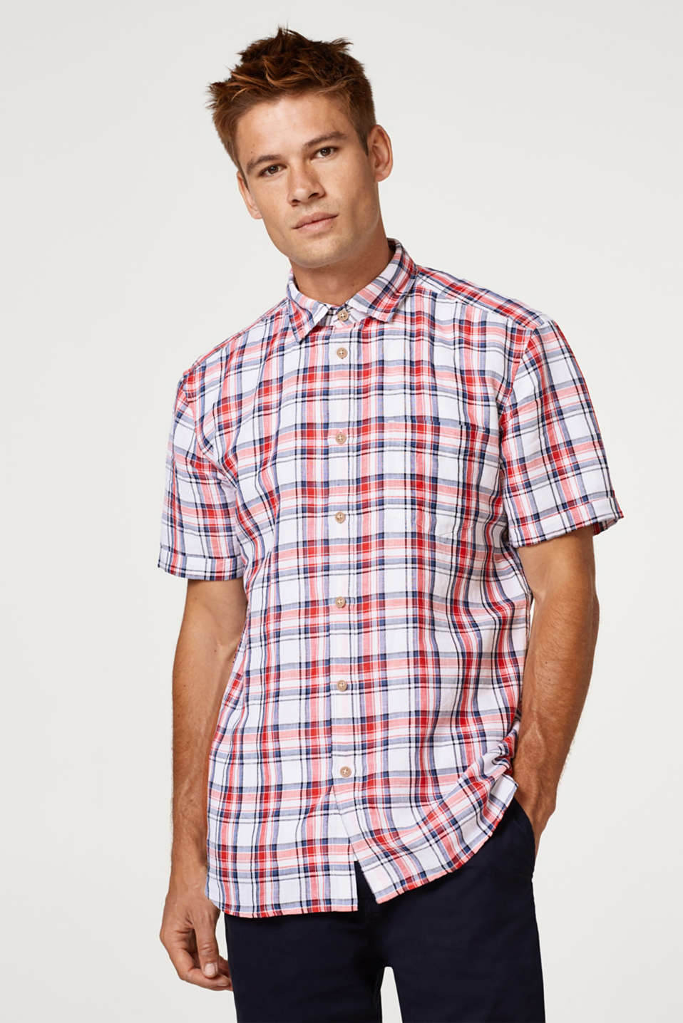 Esprit - Made of blended linen: short sleeve shirt with a check pattern
