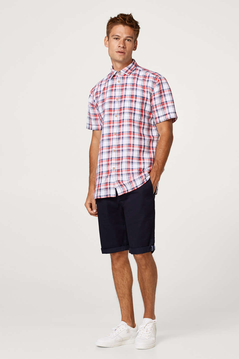 Made of blended linen: short sleeve shirt with a check pattern