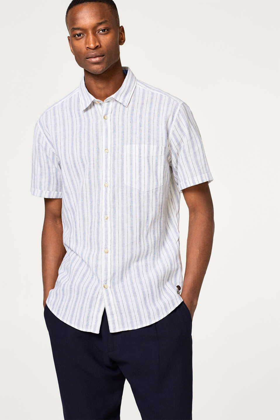 Esprit - Made of blended linen: short sleeve shirt with vertical stripes
