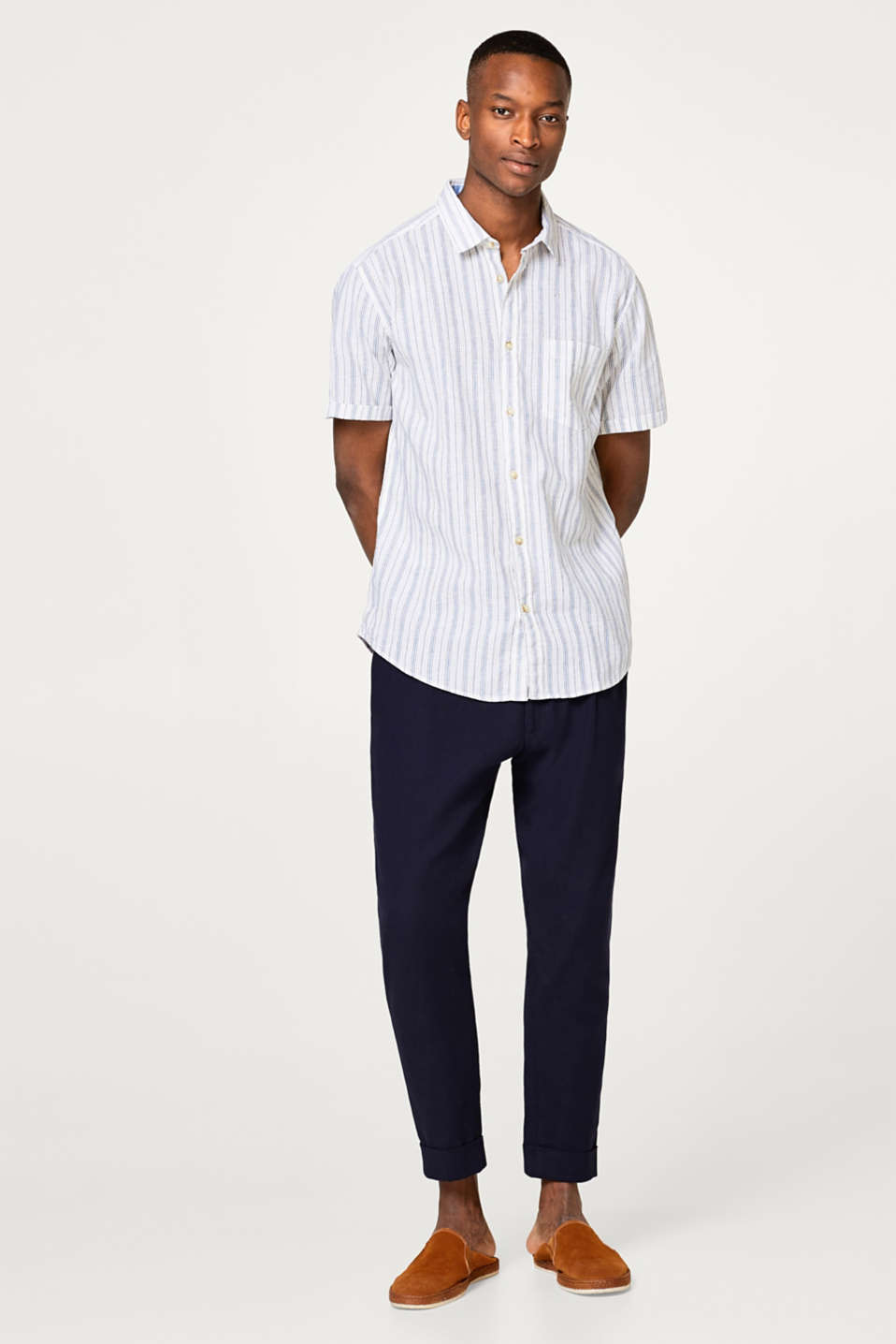 Made of blended linen: short sleeve shirt with vertical stripes