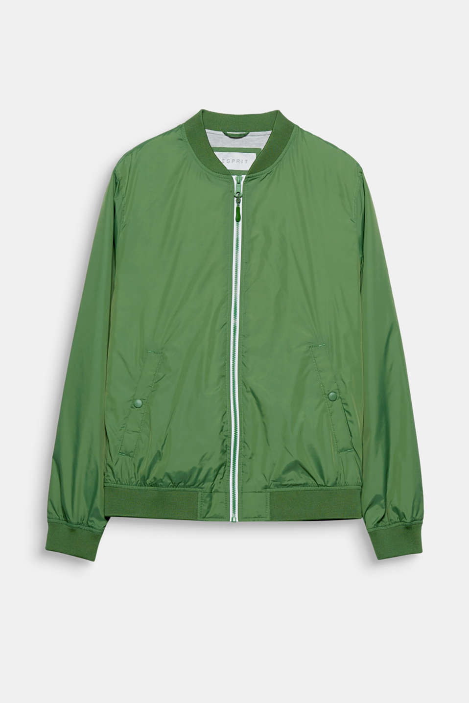 Stay sporty between the seasons! This lightweight nylon bomber jacket stands out thanks to its exciting trend colours.