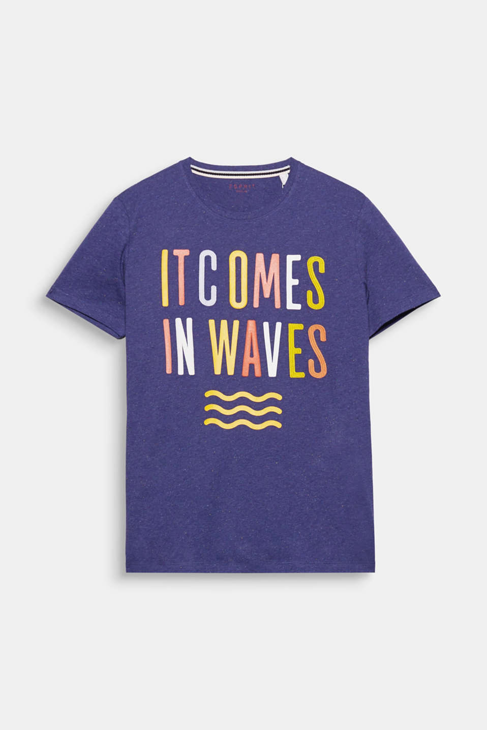 It comes in Waves! La combinación de estampado y bordado le da un toque original a esta camiseta con motas de colores.
