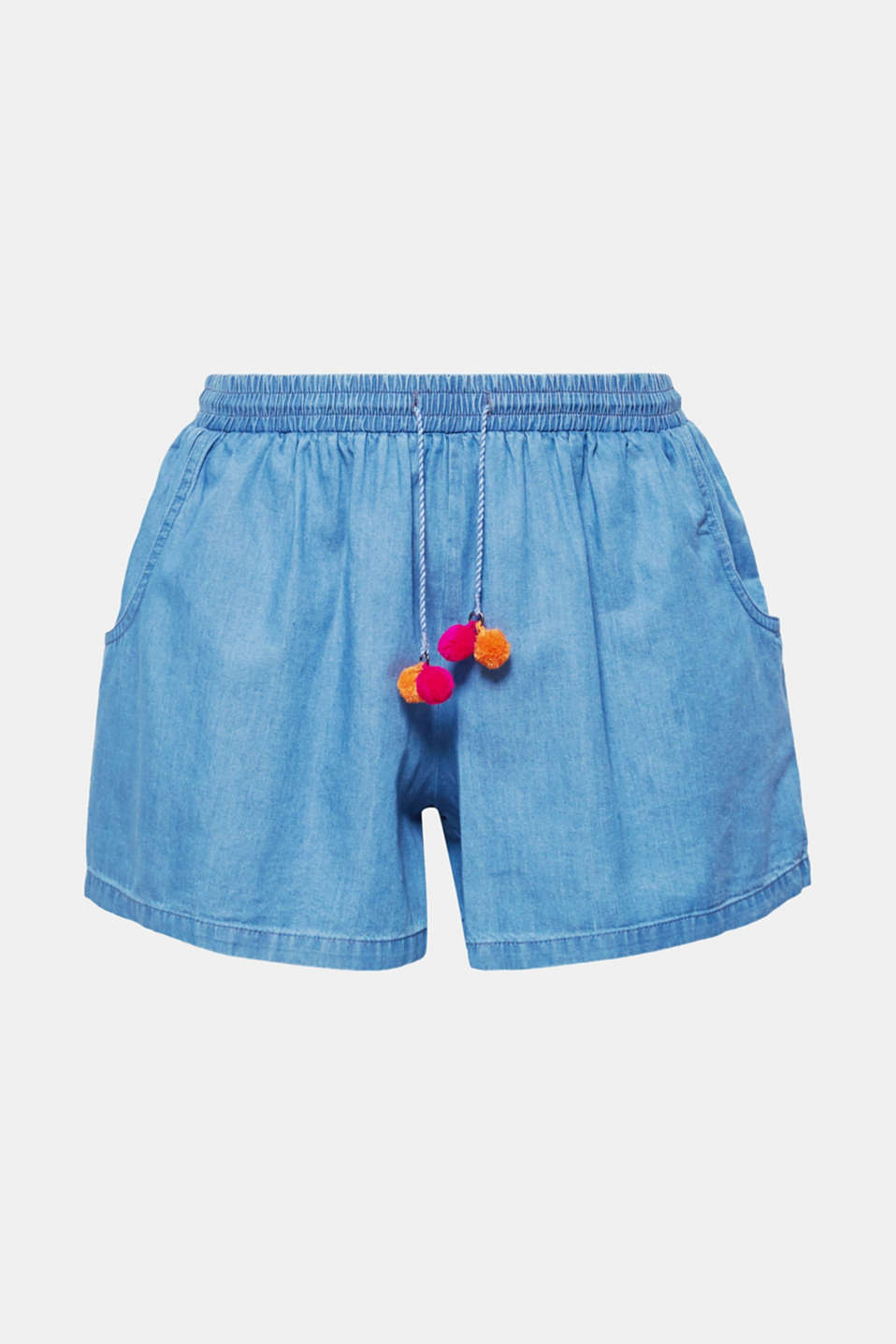 The bright mini pompoms on the waistband give these lightweight denim shorts their feel-good fashionable look!