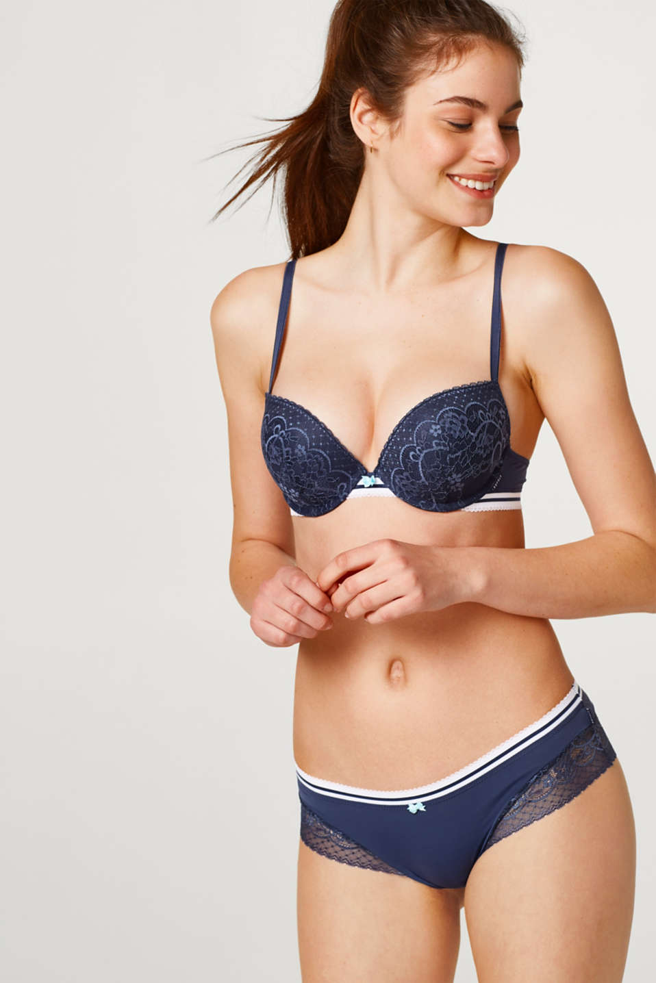 Esprit - Push-up bra in lace with an elasticated striped trim