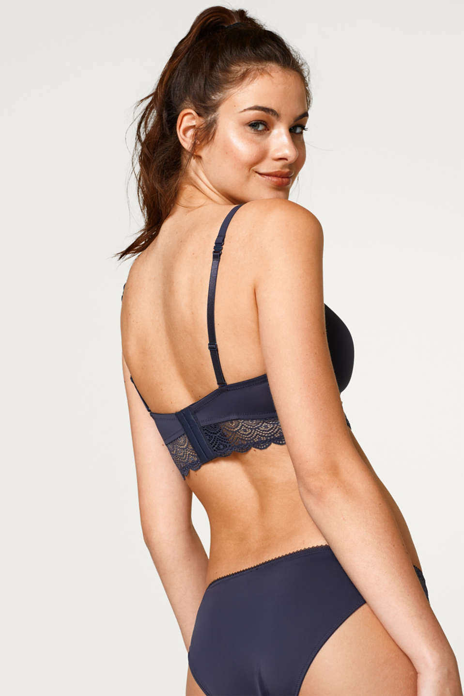 Padded non-wired bra with lace trim