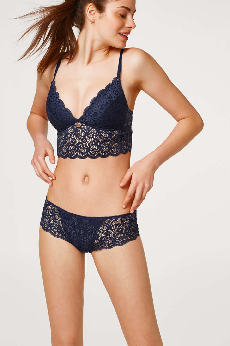 Esprit - Hipster shorts in decorative lace