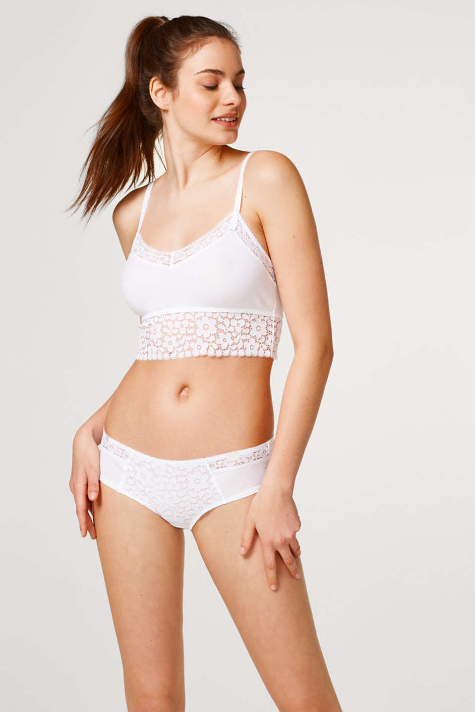 Esprit - Hipster shorts in 3D lace and soft jersey