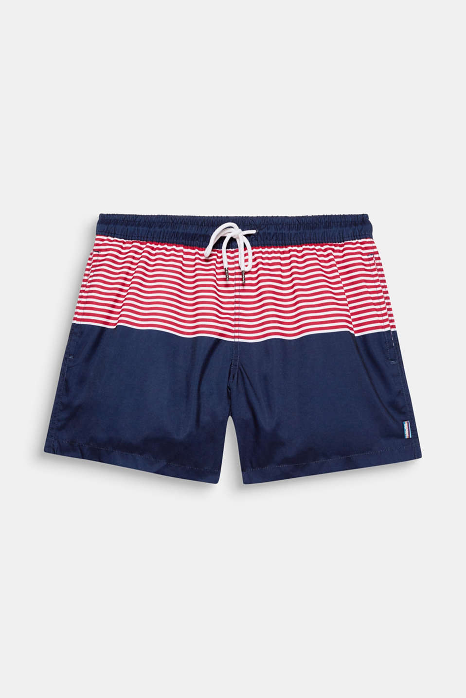 The mix of plain coloured blocks with two-tone contrasting stripes gives these swim shorts a sporty look!