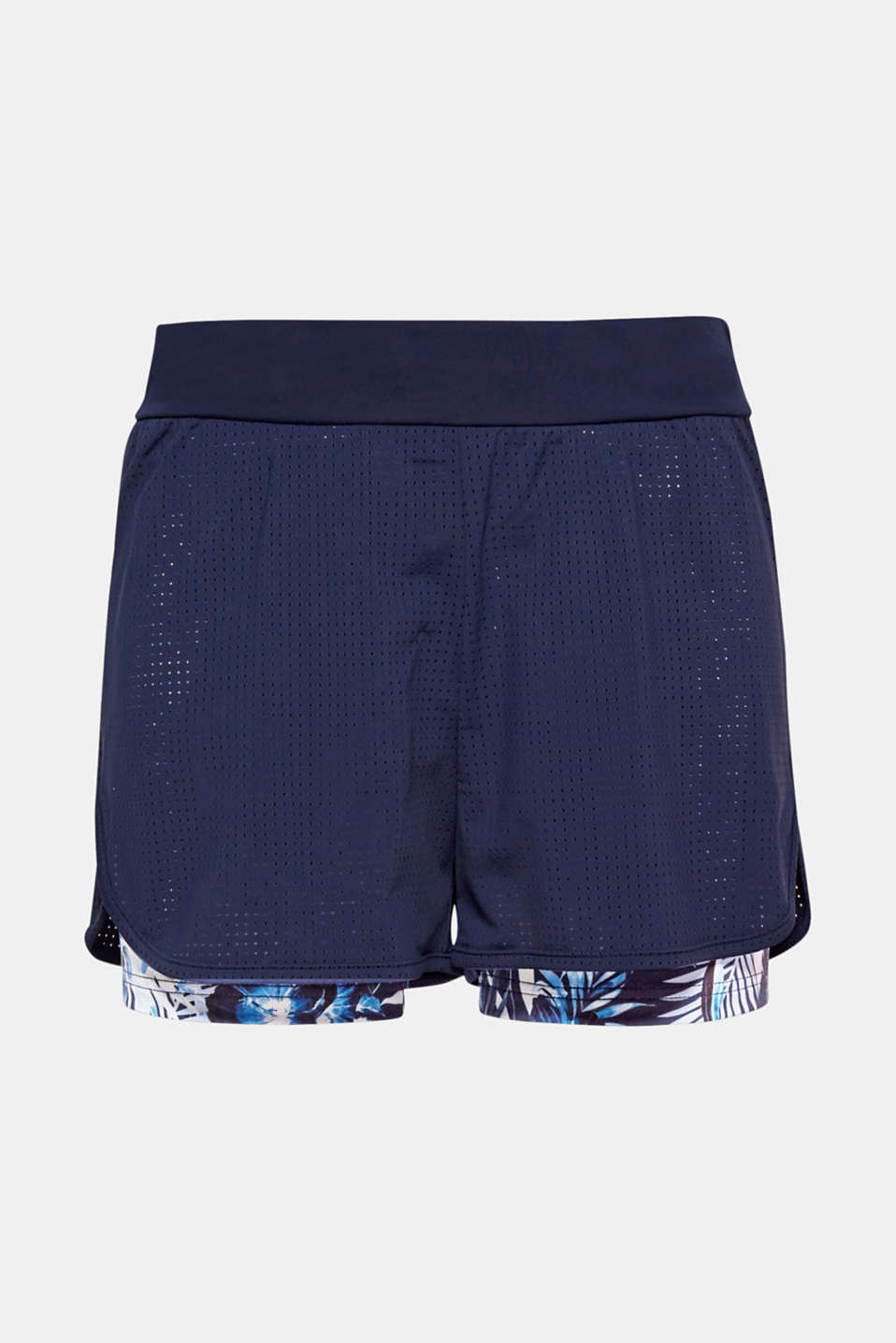 Functional layered look: These active shorts catch the eye with the openwork pattern, floral print and E-DRY technology!