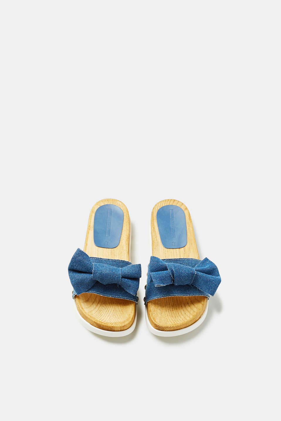 Denim mules with a platform sole in a wooden look