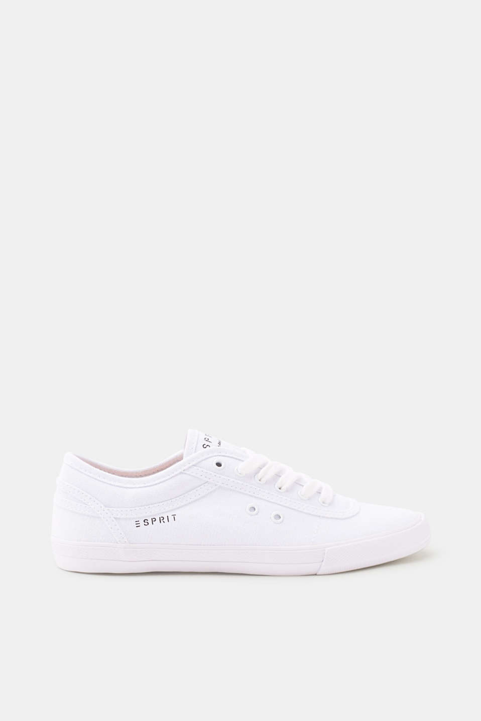 Casual and timeless! The grainy canvas fabric makes these comfy lace-up trainers something special.