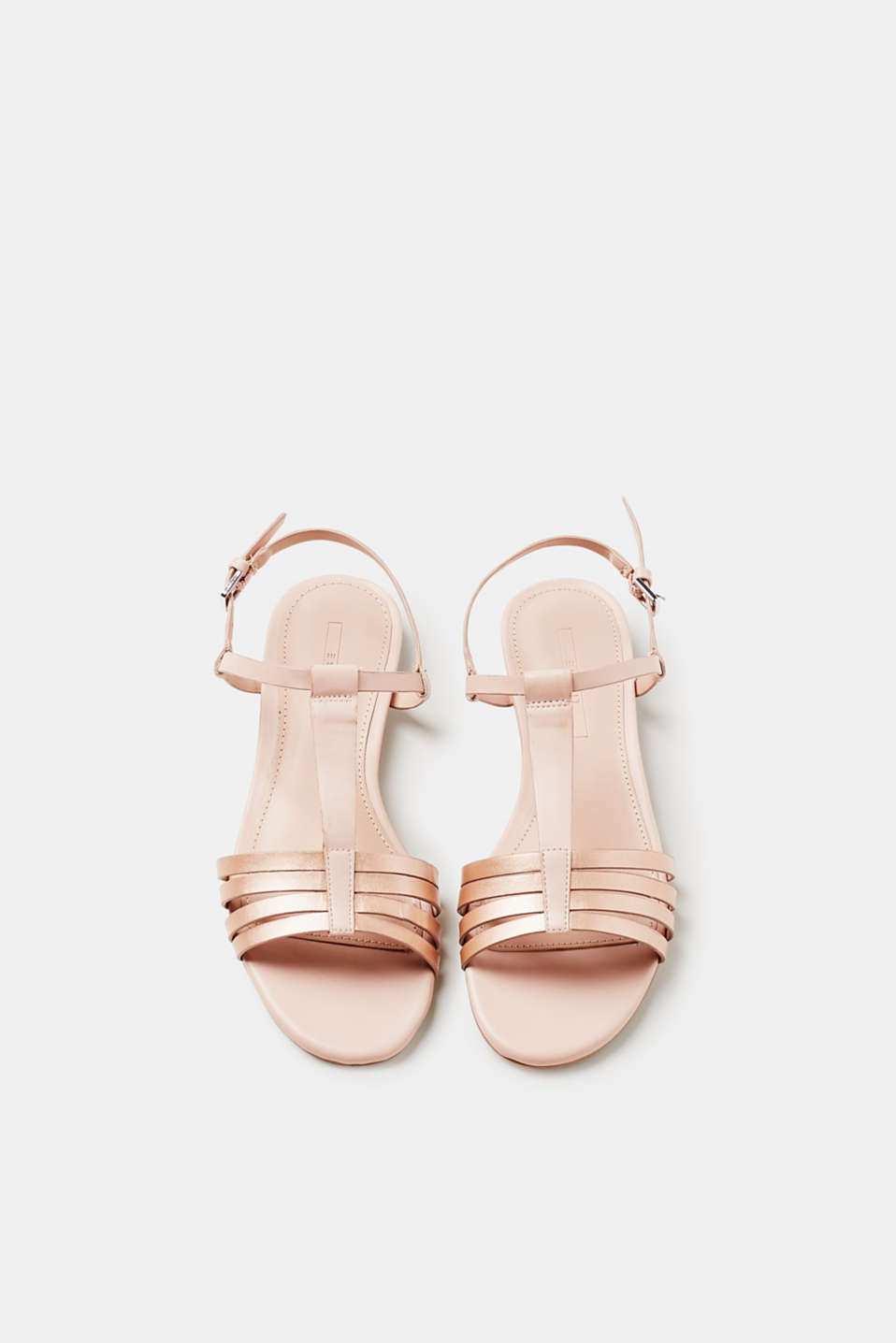 Flat sandals in smooth faux leather