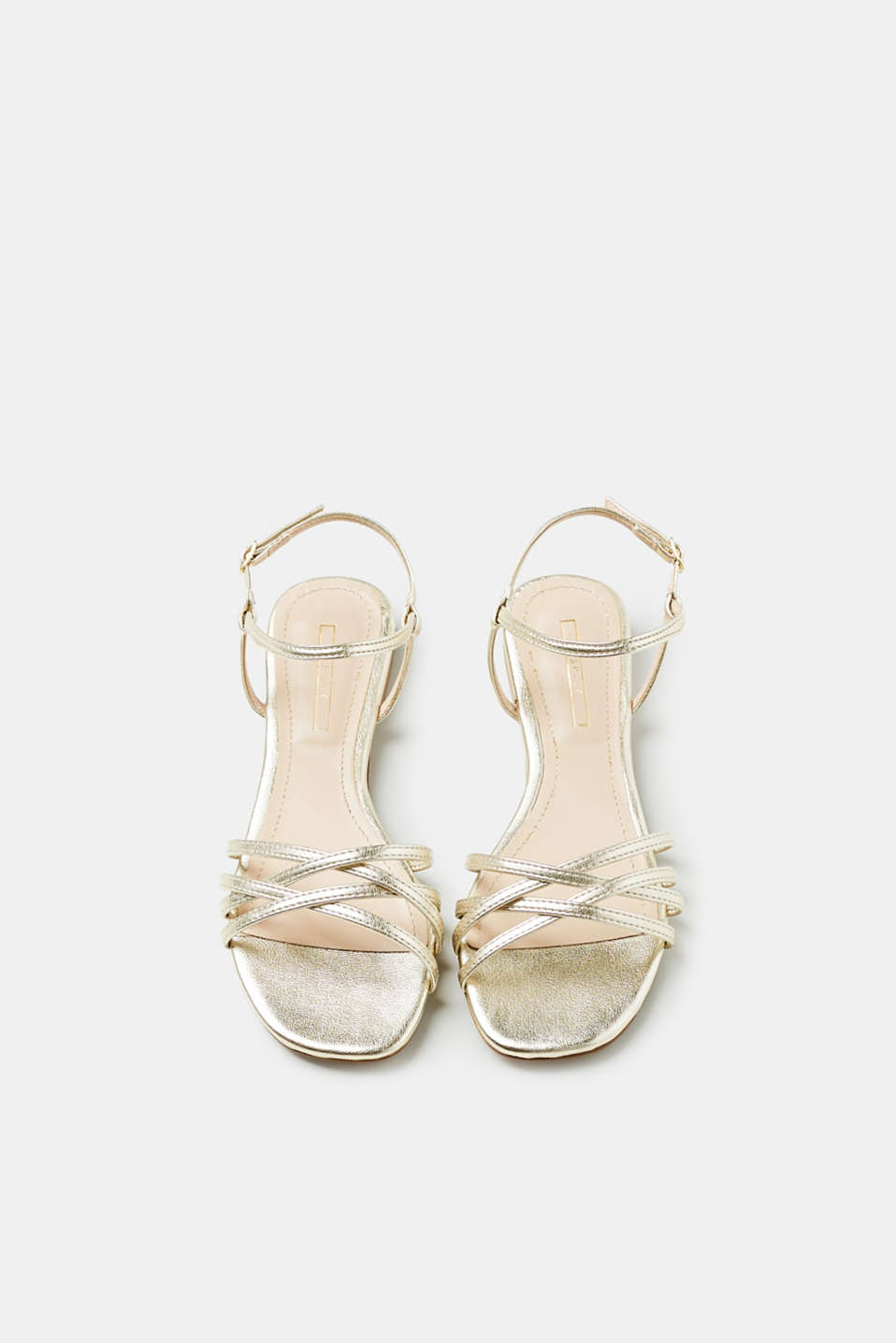 Flat sandals in a metallic look
