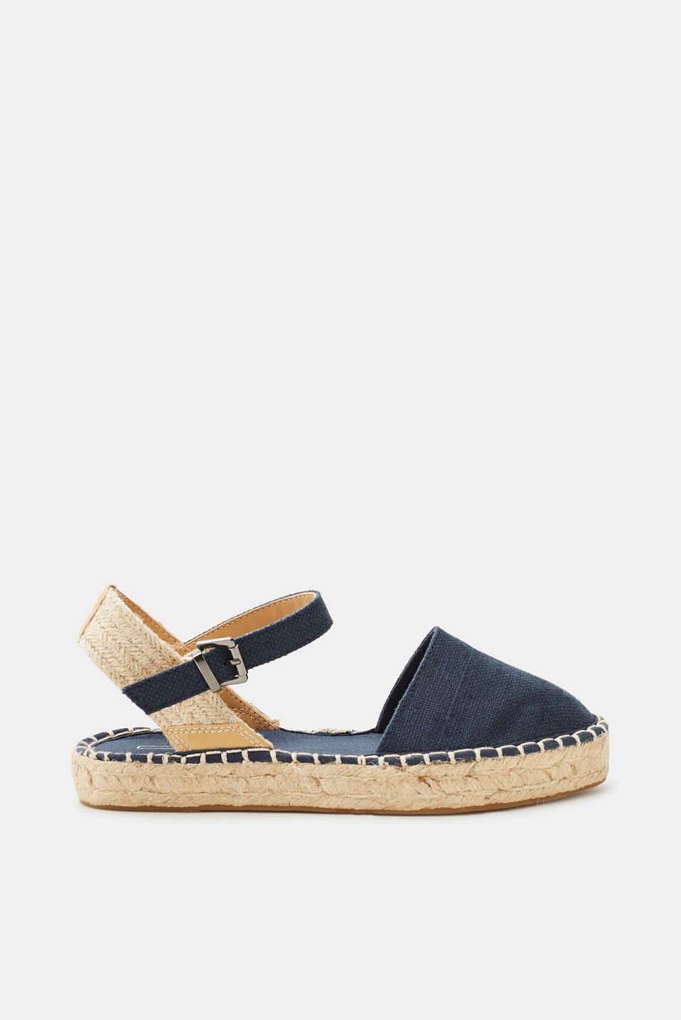 Bring on summer, sunshine and sand: plain, sling-back espadrilles with all-round stitching!
