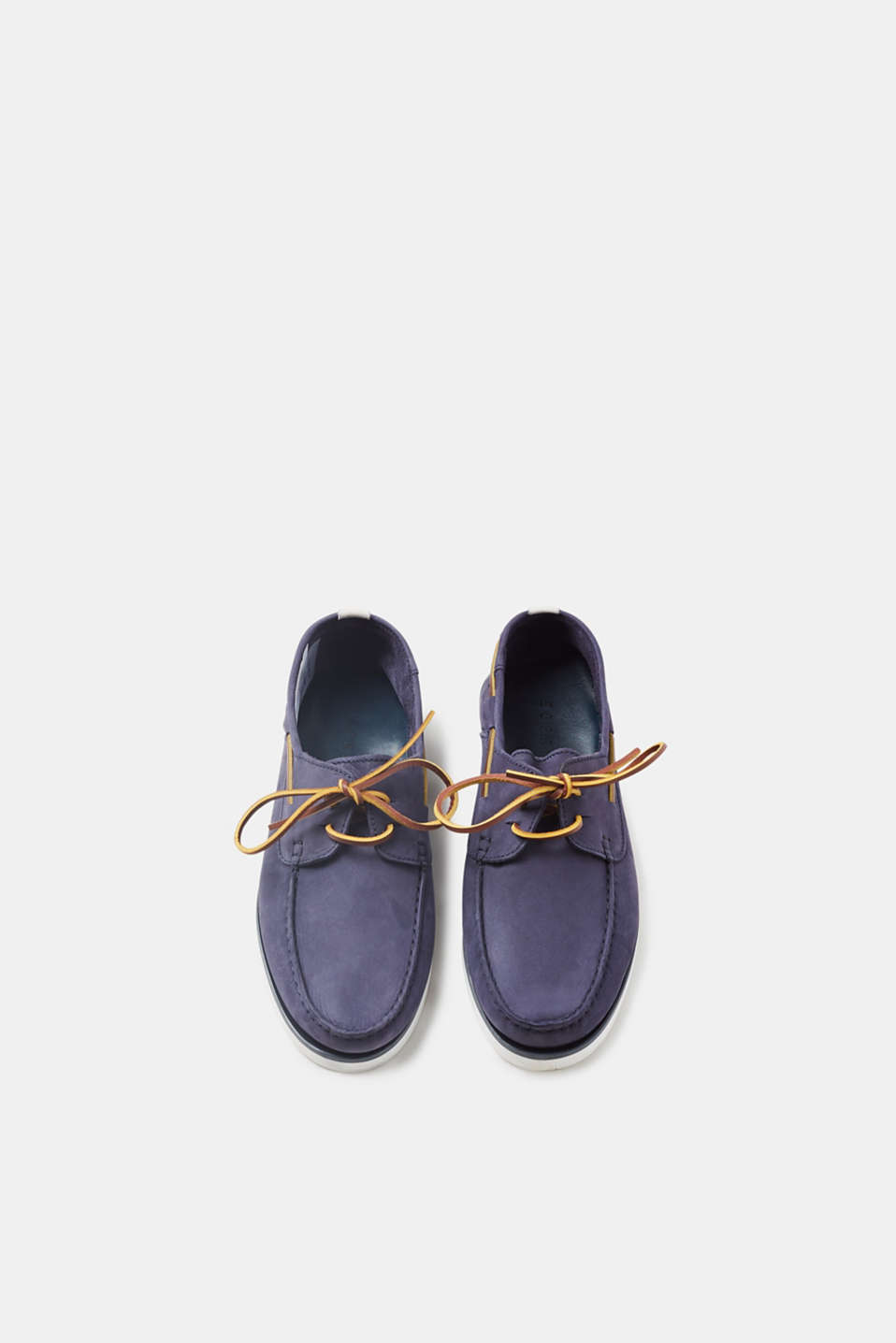 Boat shoe with a pale sole, in suede