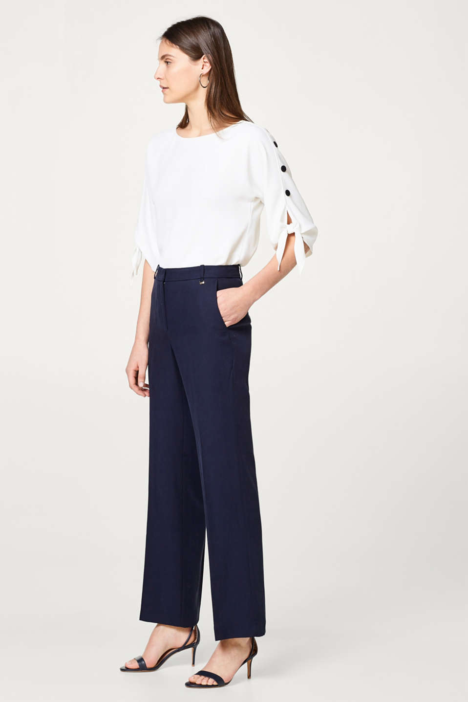 Modern bootcut trousers in textured lyocell