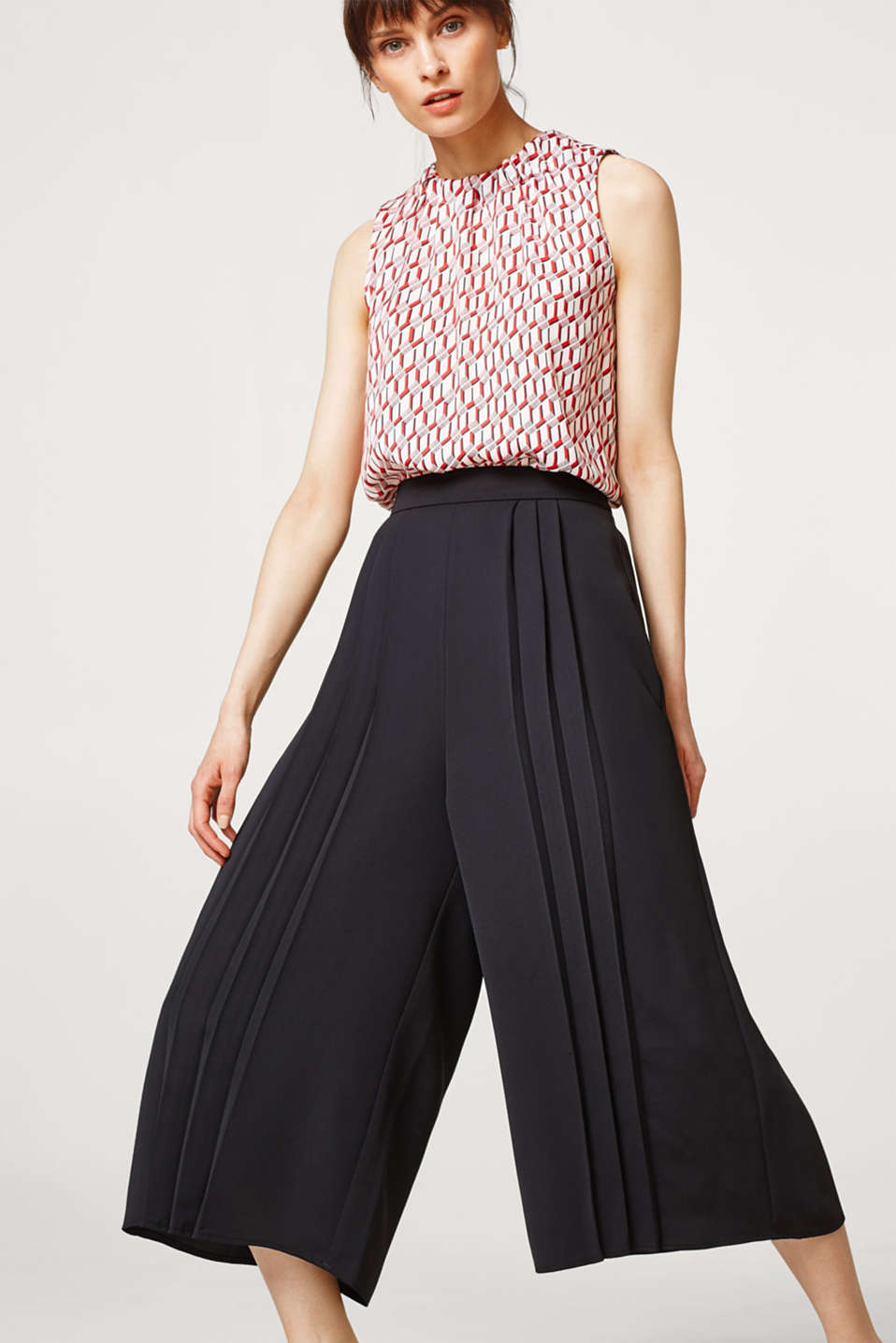 Esprit - Light culottes with pleats and an elasticated waistband