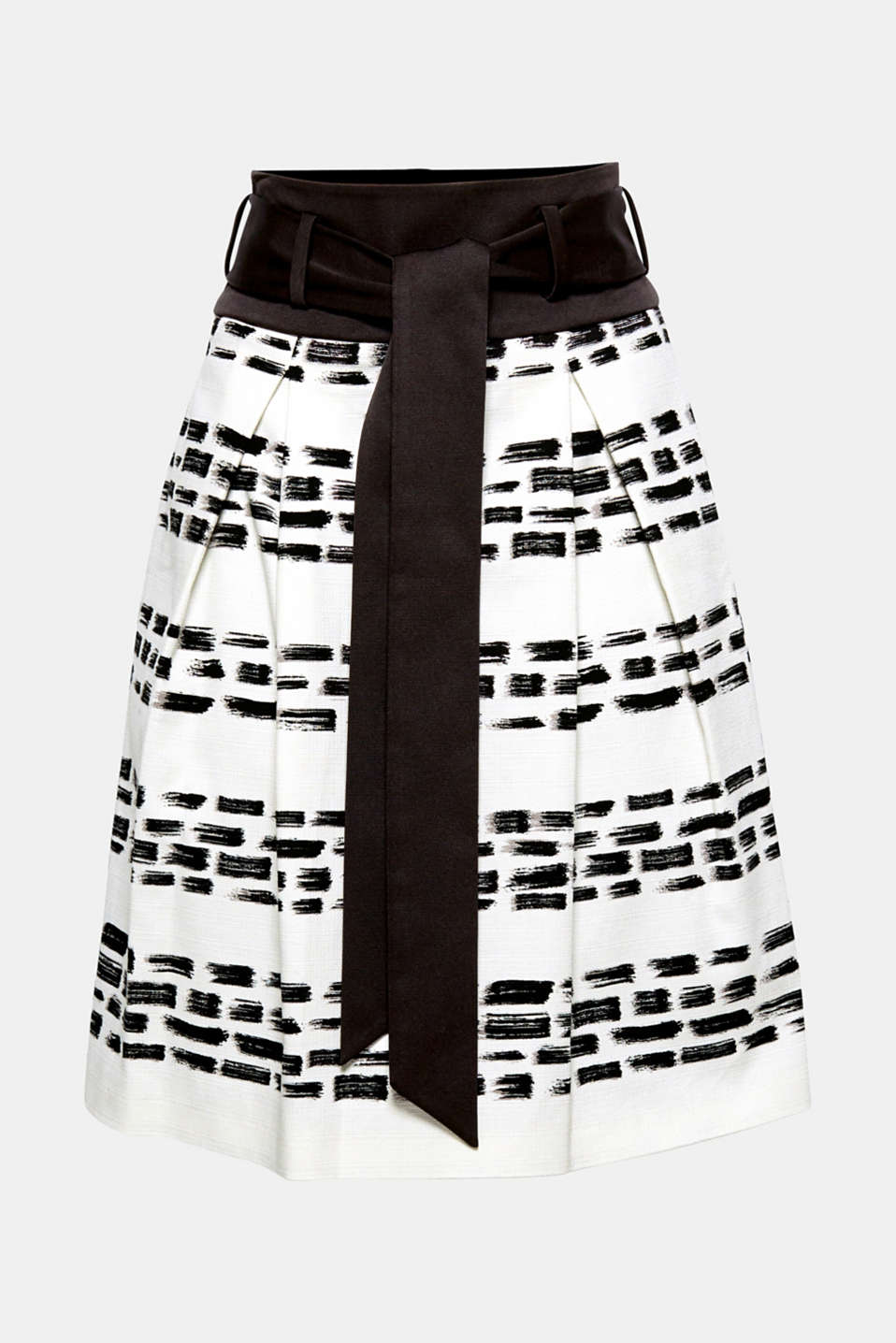 Modern chic: this skirt with inset inverted pleats stands out thanks to the stylish paintbrush print, high grosgrain waistband and wide tie-around belt!