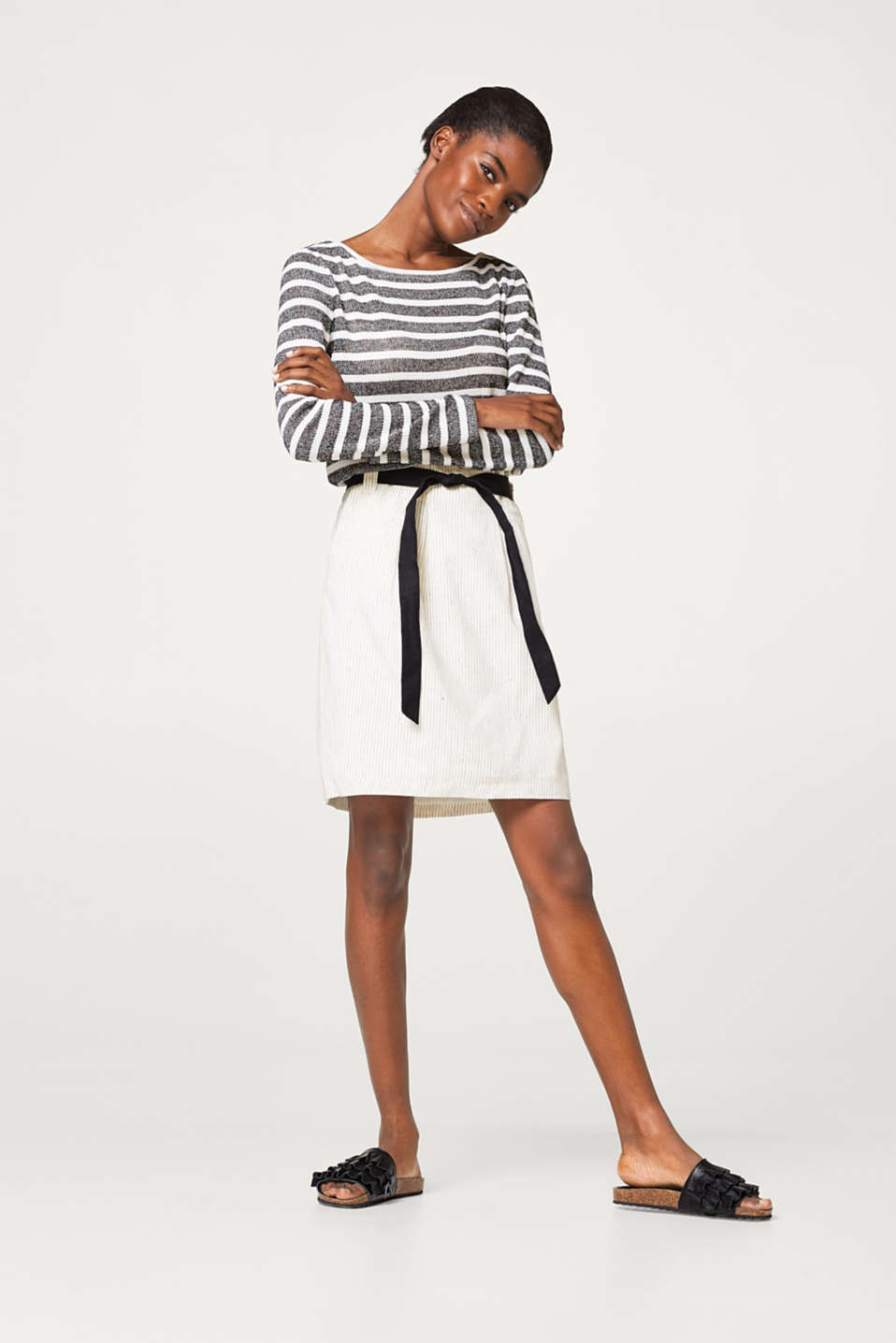 Fine striped paperbag skirt in blended linen