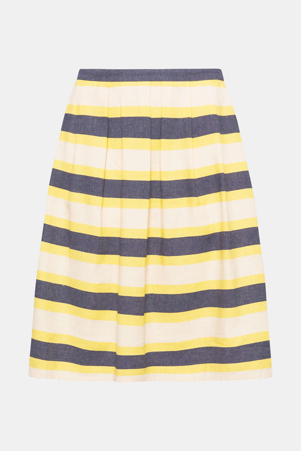 With trendy stripes: this midi skirt with a subtle texture will give any outfit a super fresh note.