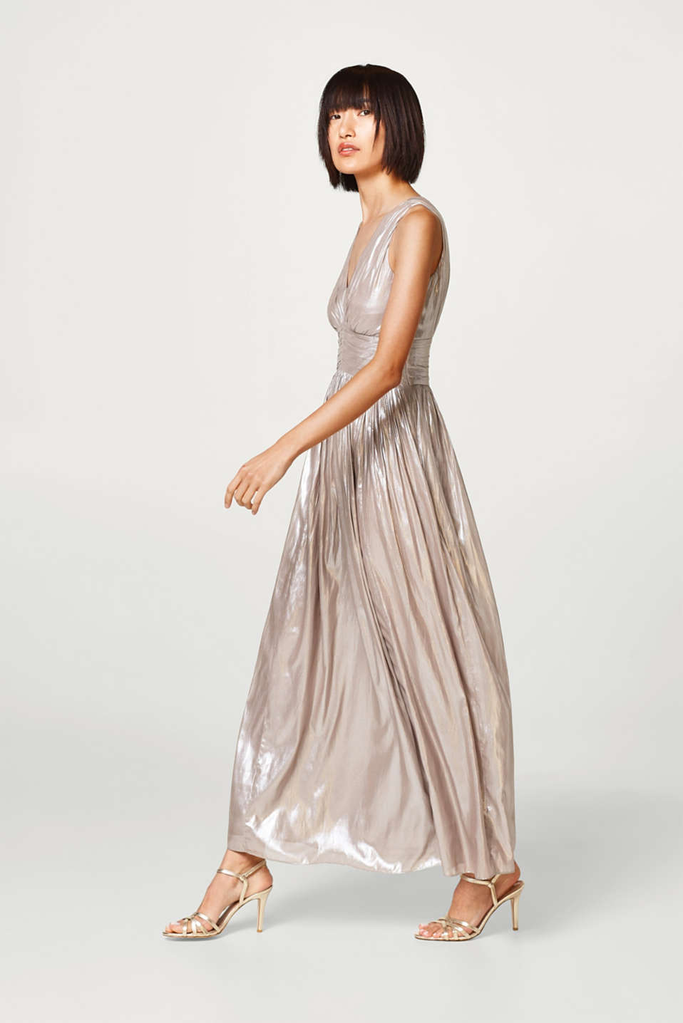 Esprit - Pleated maxi dress with a subtle sheen