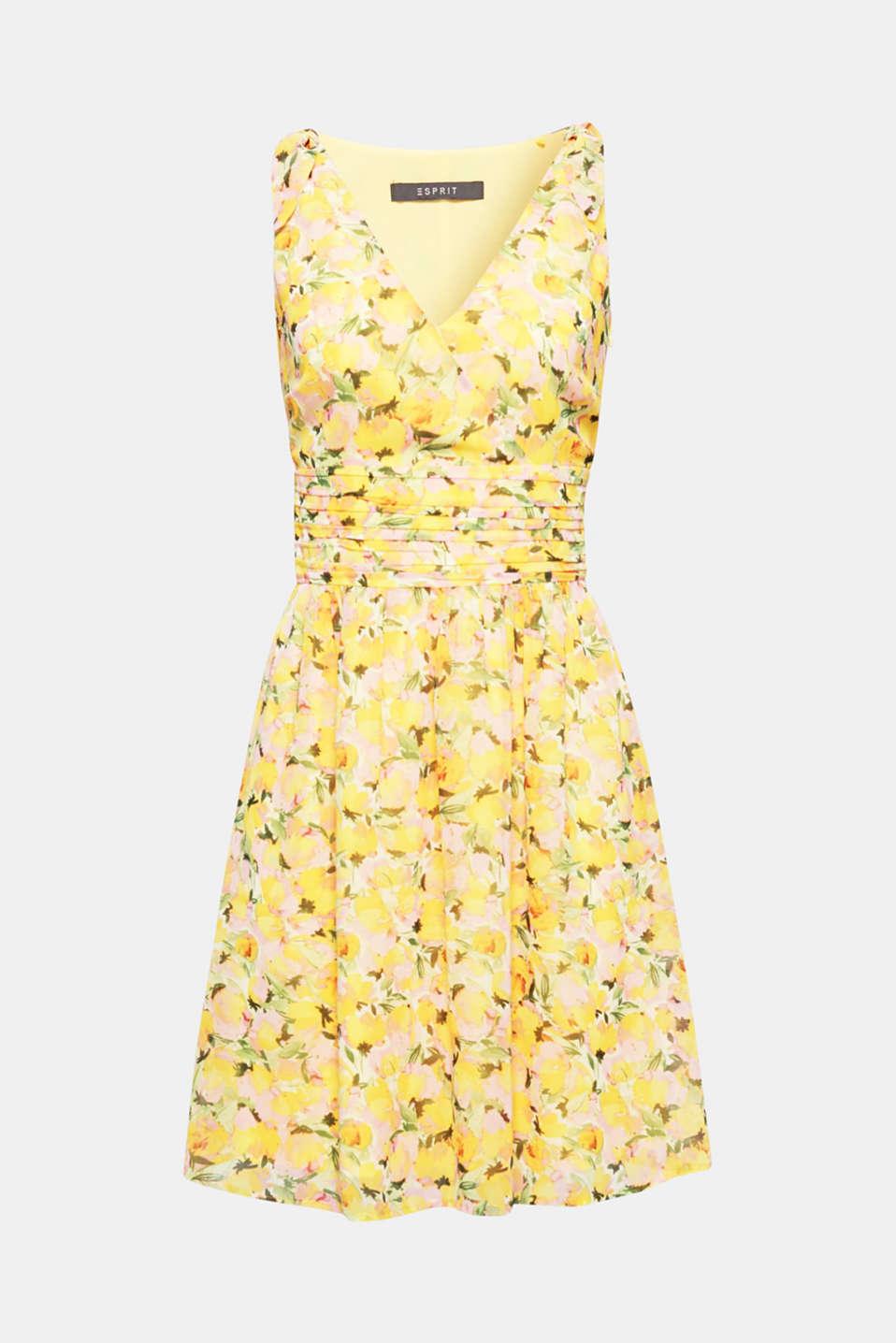 Aux éclatantes couleurs estivales ! Cette robe féminine à fleurs séduit par ses nœuds et sa large ceinture à la taille.