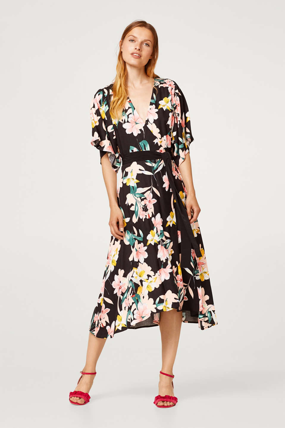Esprit - Wrap dress made of crêpe with a floral print and belt