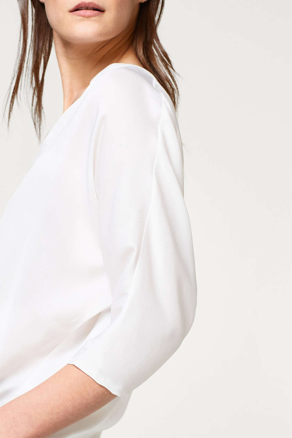 Fine textured blouse with batwing sleeves