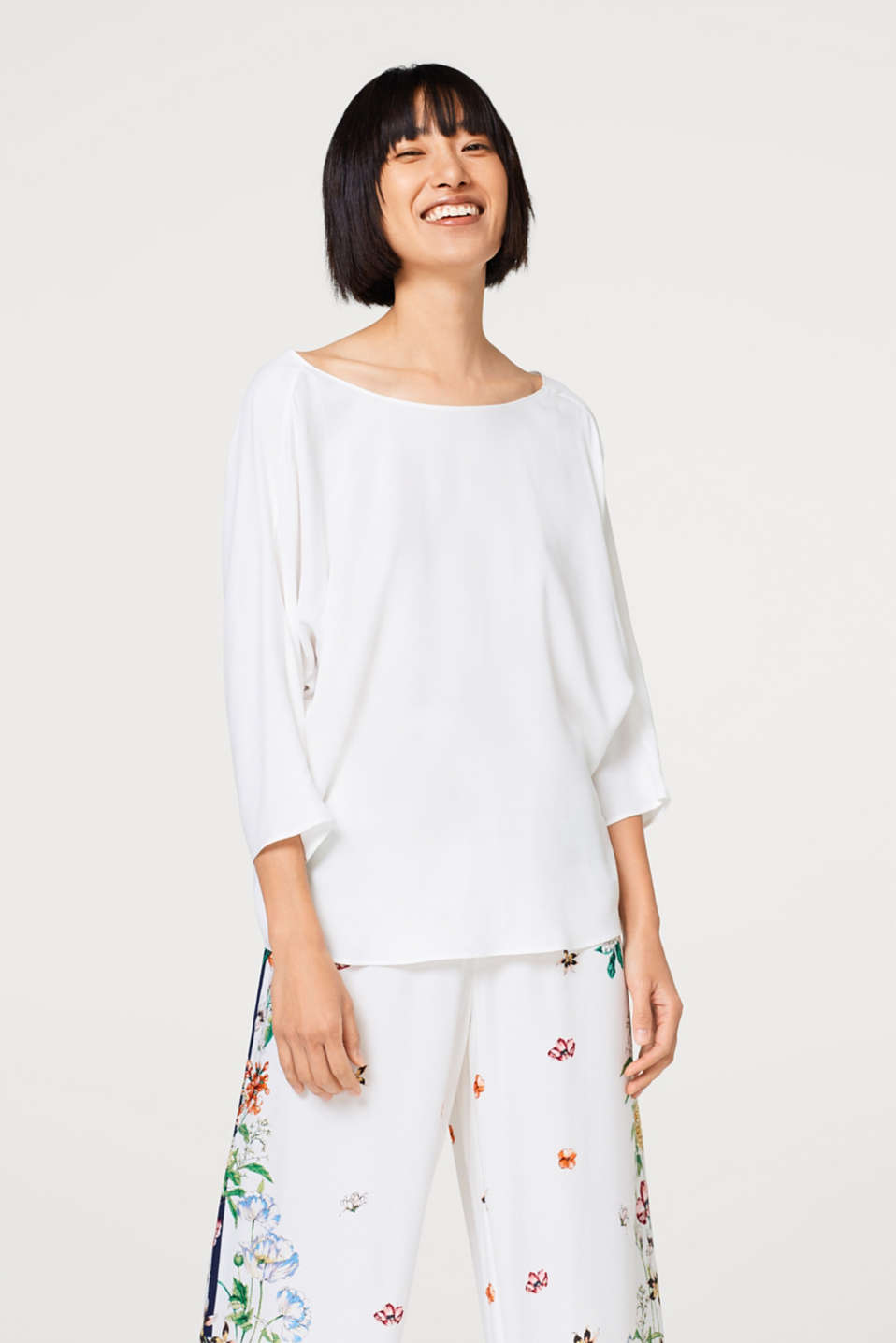 Esprit - Floaty crêpe blouse with a bow at the back