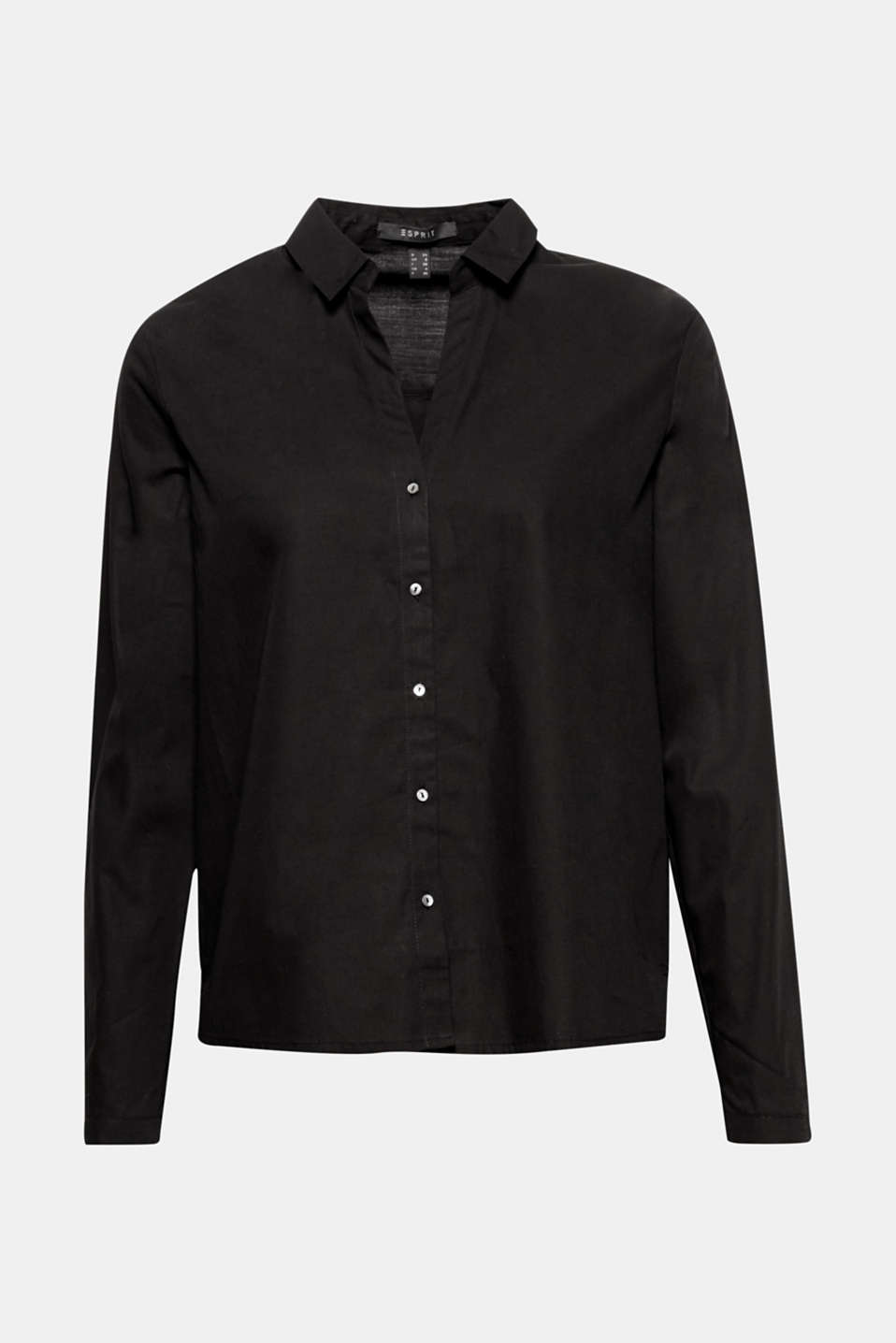 A must-have for lots of styles! Blouse with open shirt collar, straight cut and high-low hem.