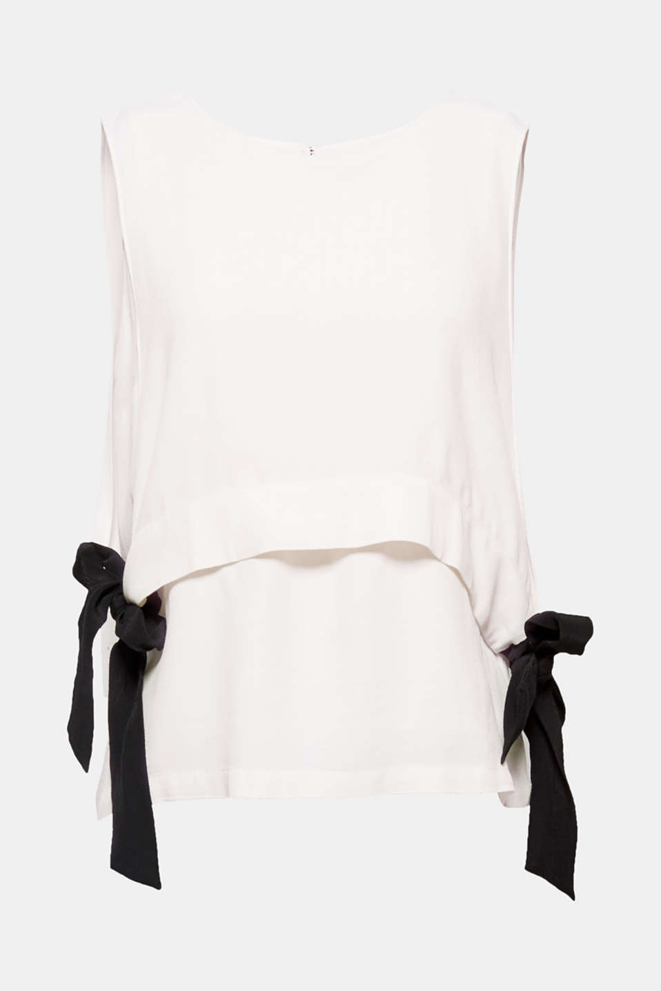 The layered finish featuring contrasting colour side ties that fasten into a bow gives this blouse its brand new look!