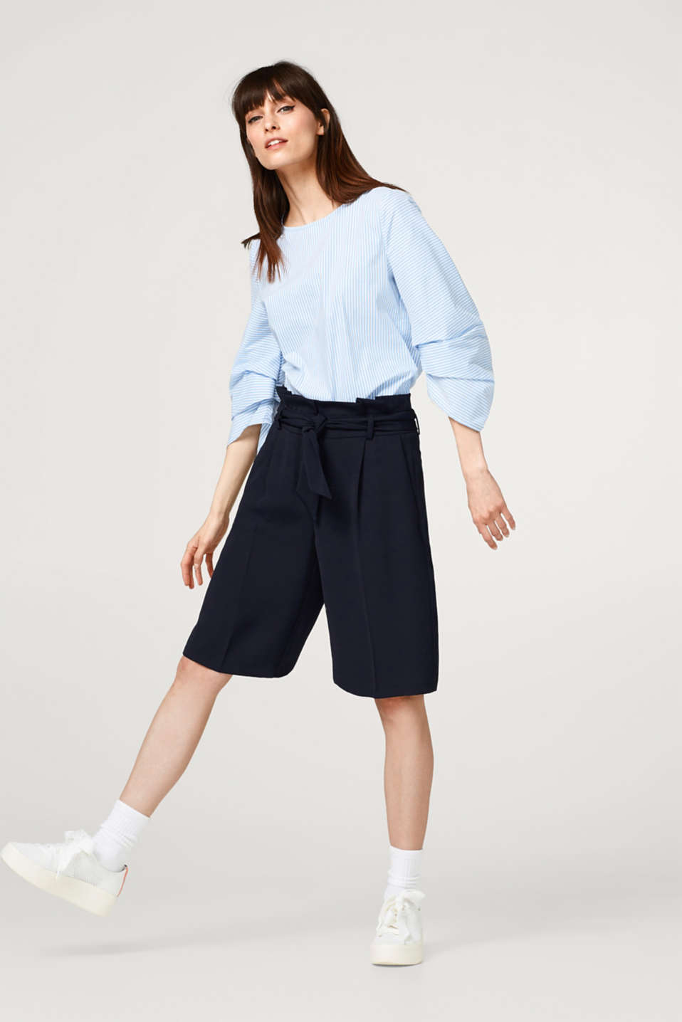 Stretchy blouse with pleated sleeves