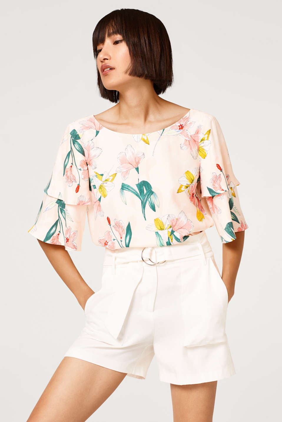 Esprit - Crêpe blouse with a floral print and bow detail