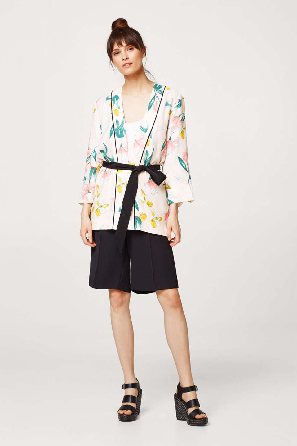Lightweight kimono jacket with floral print