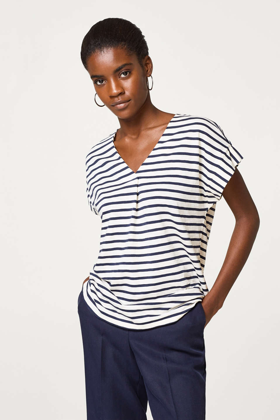 Esprit - Airy slub T-shirt with stripes and pleat details