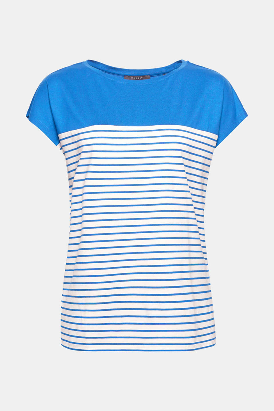 How to give classic stripes a brand new twist: combine them with current colour blocking and a casual cut!