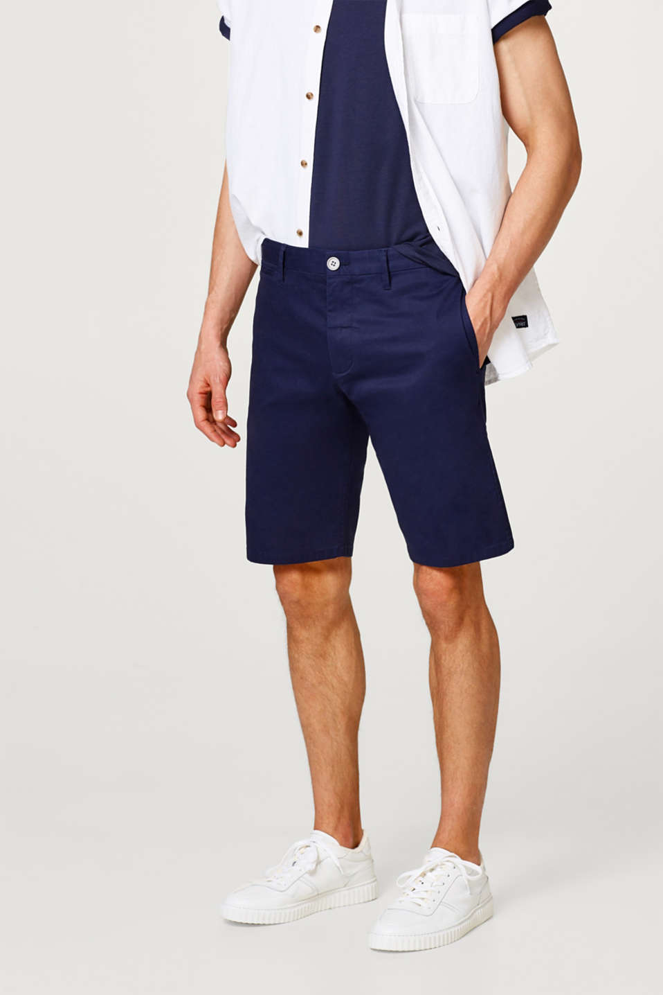 Esprit - Stretch shorts made of smooth cotton fabric