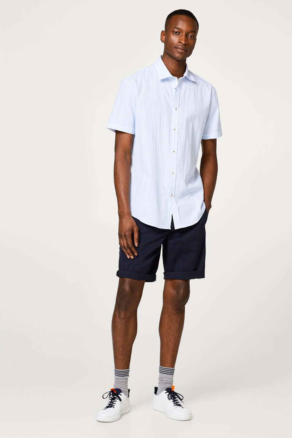 Lightweight seersucker short sleeve shirt