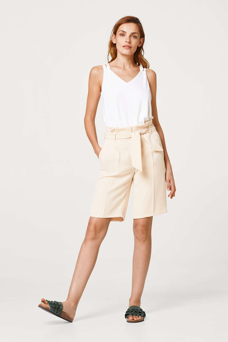 Esprit - Paperbag shorts with waist pleats