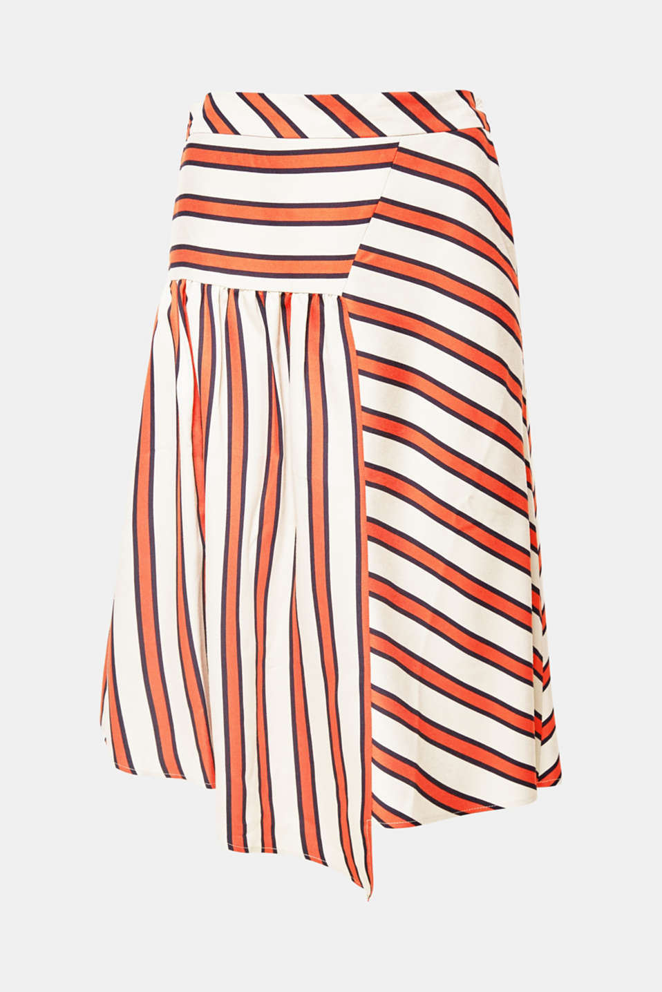 Fashion piece: The varied stripes combined with the mix & match look make this flowing skirt super trendy!