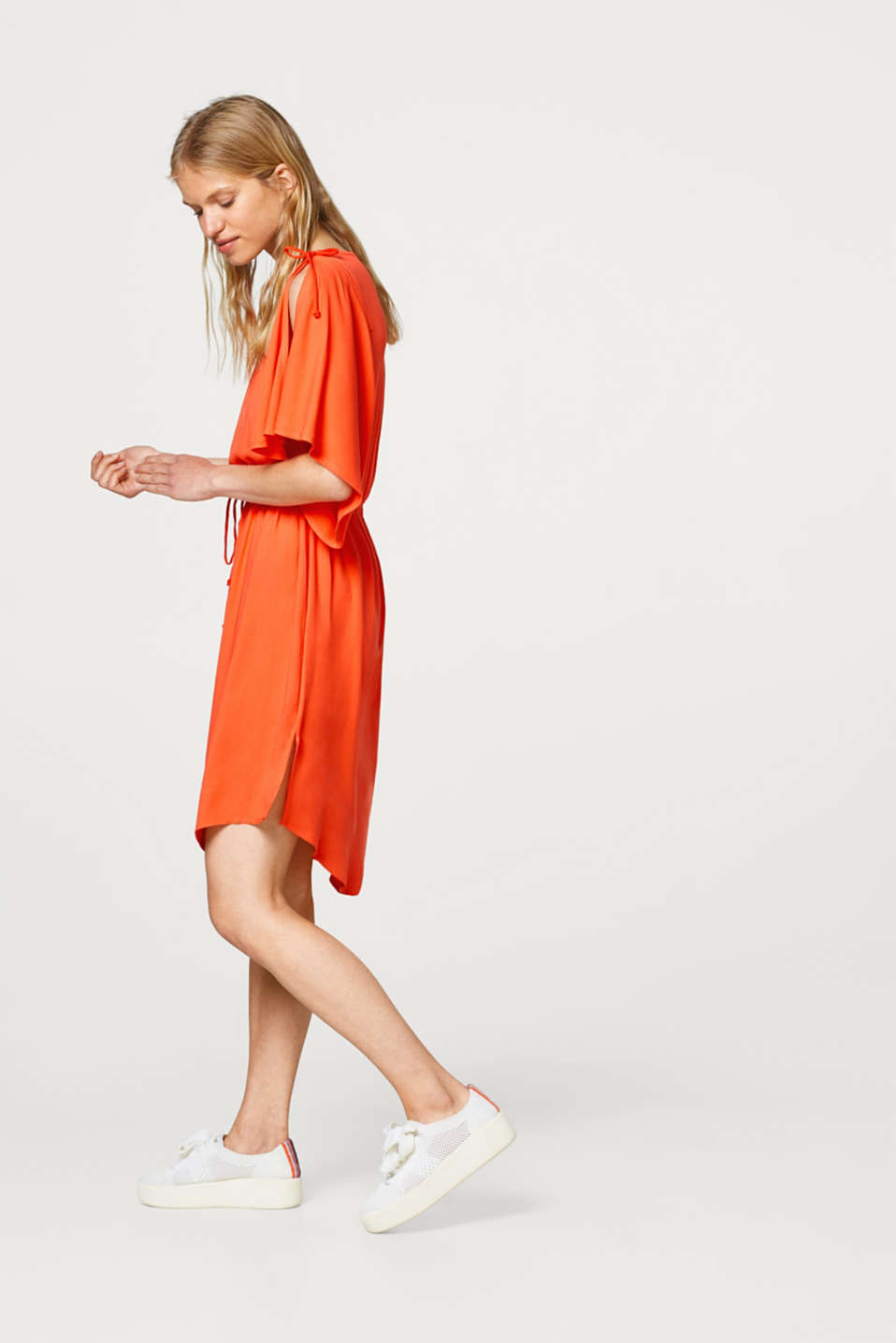 Dress with wide flounce sleeves
