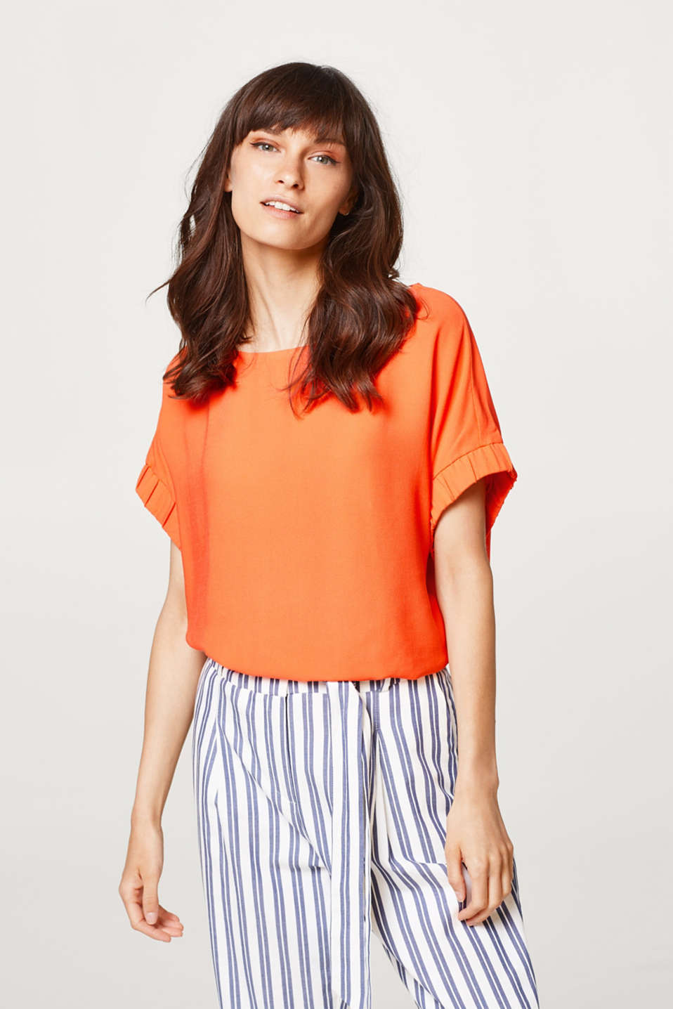 Esprit - Blouse top in crêpe with a flowing drape