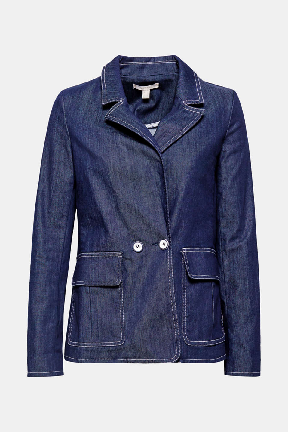 Casual denim style: comfy, stretchy blazer with a lapel and large flap pockets at hip height.