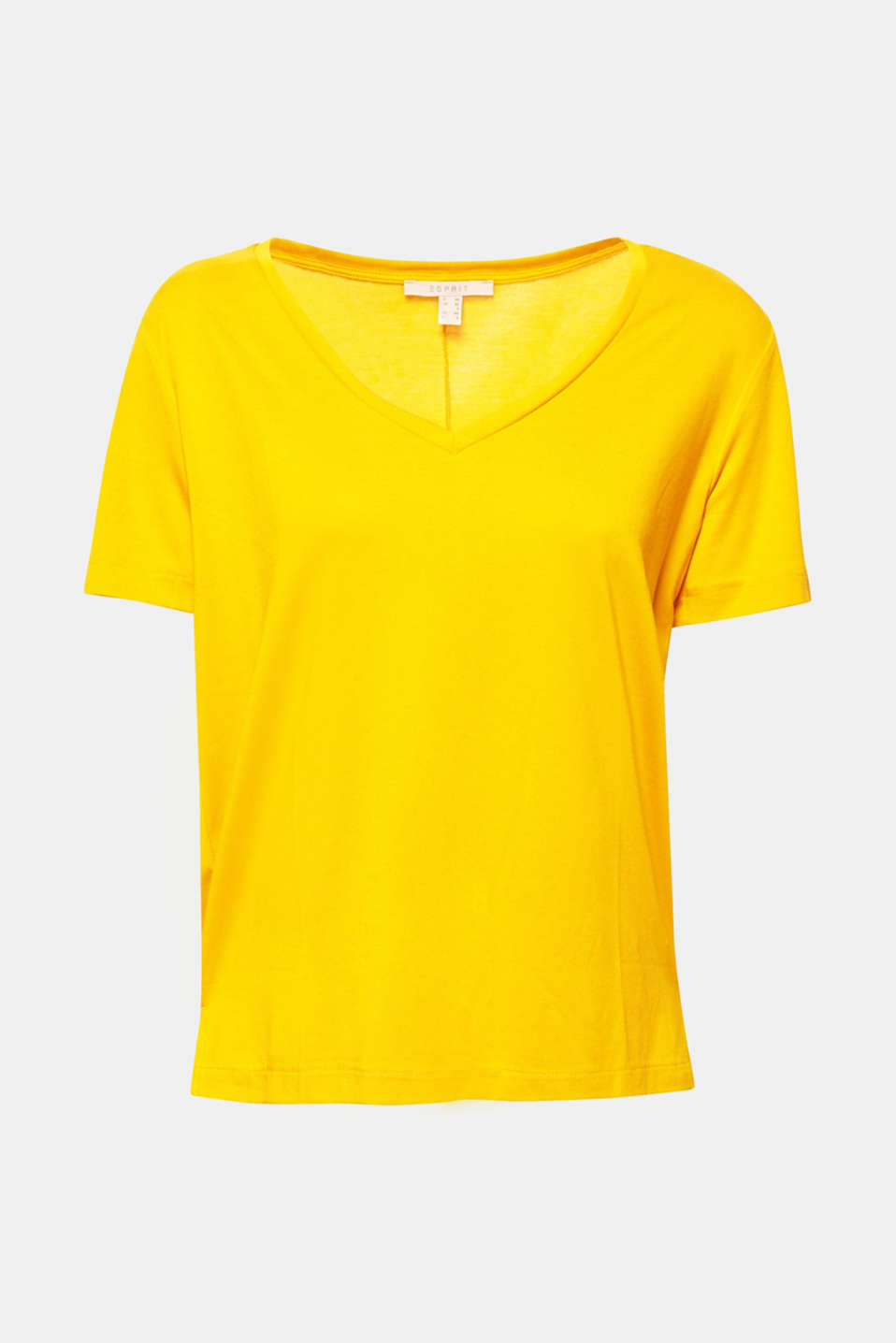 The relaxed V-neck design and silky jersey fabric make this T-shirt the perfect 24/7 basic.