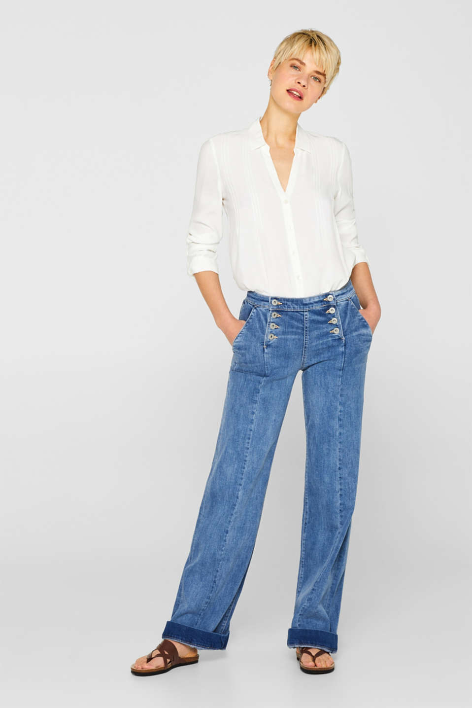 Wide stretch jeans with button plackets