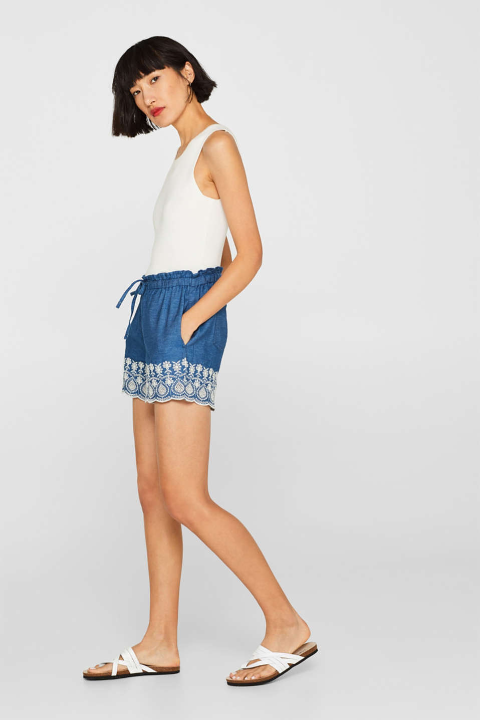 Denim shorts with floral embroidery, BLUE DARK WASH, detail
