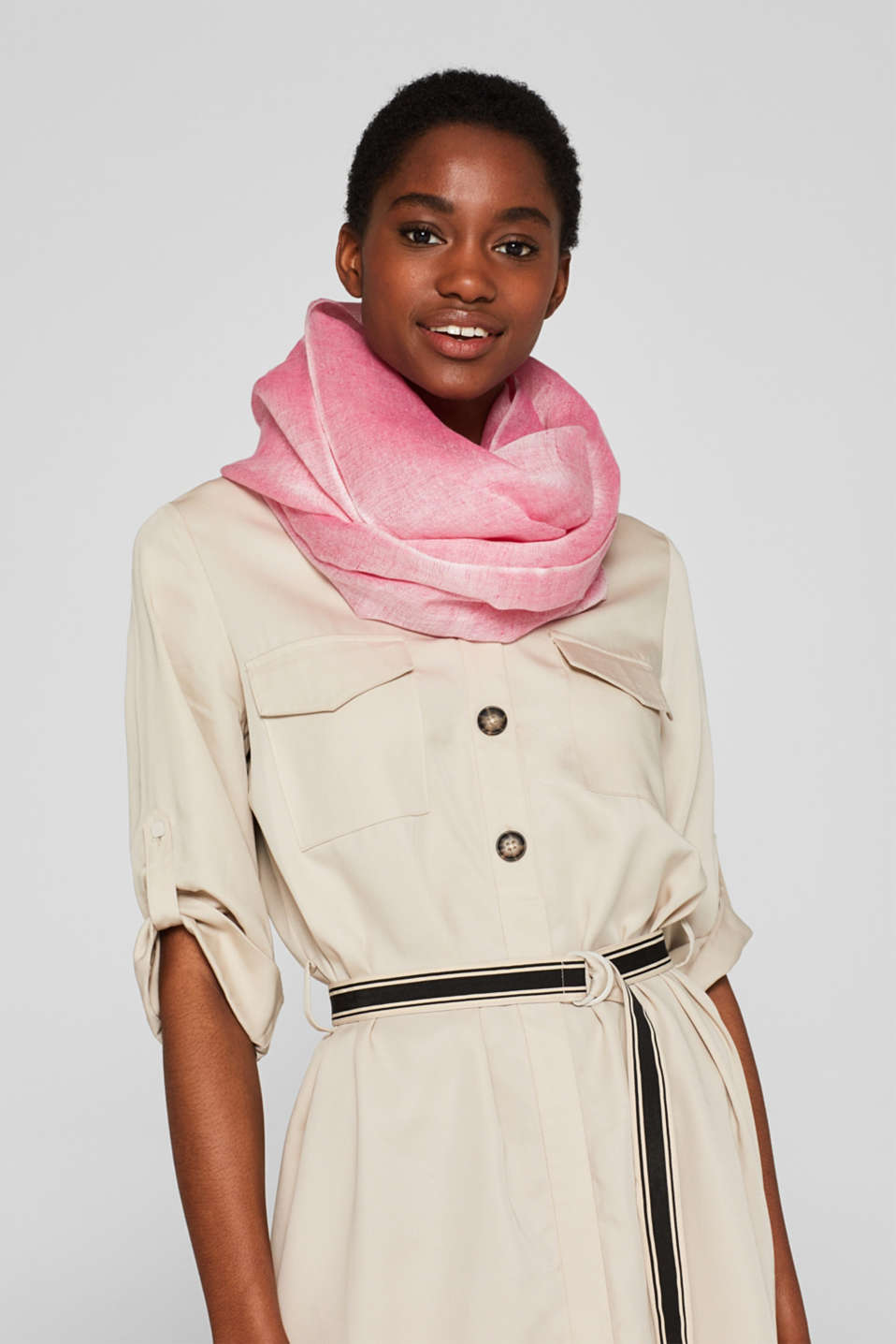 Made of blended linen: Snood with a fine texture, PINK FUCHSIA, detail image number 1