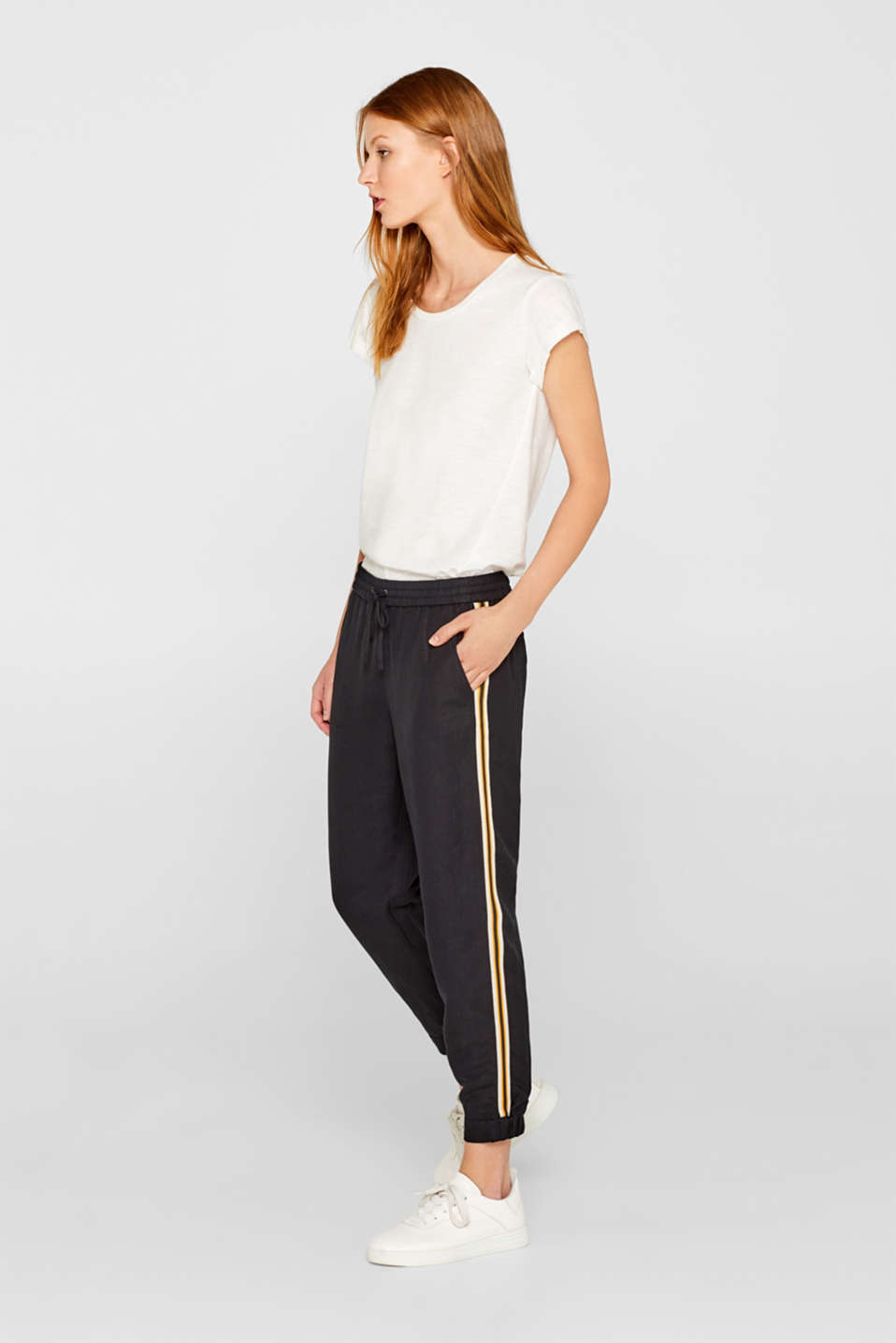Esprit - Made of blended linen: Cuffed trousers with racing stripes